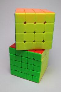 多分かつキューブを二つ重ねた写真