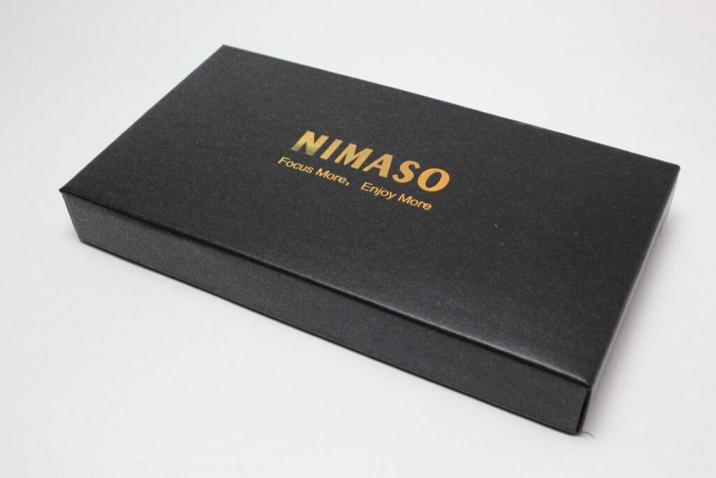 NIMASO のシックな梱包・黒に金のロゴ