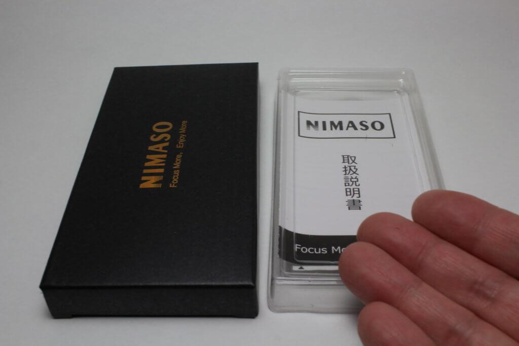 NIMASO 梱包と解くと、右のプラスチックのケースに商品が収納されている